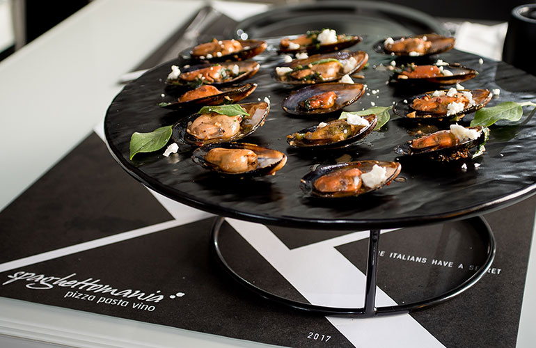 Mussels cooked with feta cheese